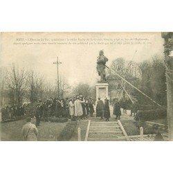 carte postale ancienne 57 METZ. L'Homme de Fer bientôt renversé 1918