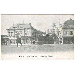 carte postale ancienne 58 NEVERS. Marché Carnot Avenue de la Gare