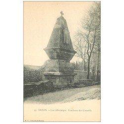 carte postale ancienne 13 ARLES. Les Alyscamps. Tombeau des Consuls. Carte Pionnière vers 1900 vierge