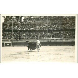 carte postale ancienne 13 ARLES. Photo Cpa. La Corrida. Taureau