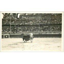 carte postale ancienne 13 ARLES. Photo Cpa. La Corrida. Taureau