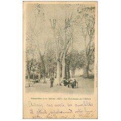 carte postale ancienne 13 CAMOINS-LES-BAINS. La Terrasse de l'Hôtel avec Facteur 1902 Carte Pionnière