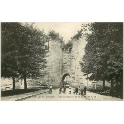 carte postale ancienne 02 COUCY-LE-CHATEAU. Enfants porte de Laon et cycliste