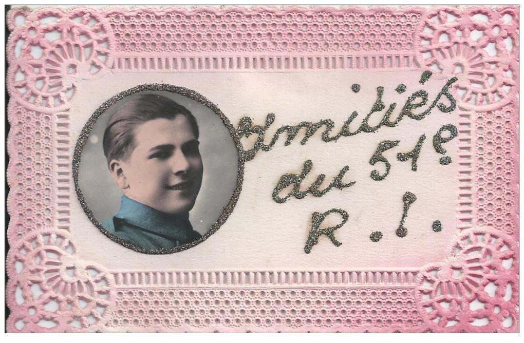 60 BEAUVAIS. Carte Papier Dentelle véritable photographie et paillettes. Amitiés du 51° Régiment d'Infanterie 1933