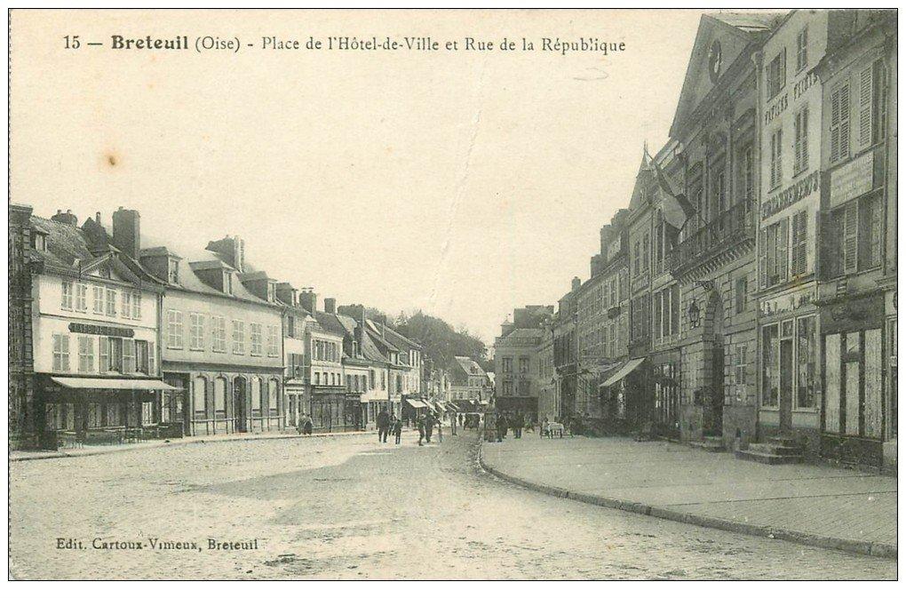 carte postale ancienne 60 BRETEUIL. Place Hôtel de Ville Rue République 1918 Café de France