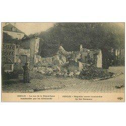 carte postale ancienne 60 SENLIS. Rue de la République bombardée. Affiche Suze