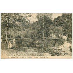carte postale ancienne 61 BATILLY. Pêcheur sur l'Orne à Mesnil-Glaise 1919 animation