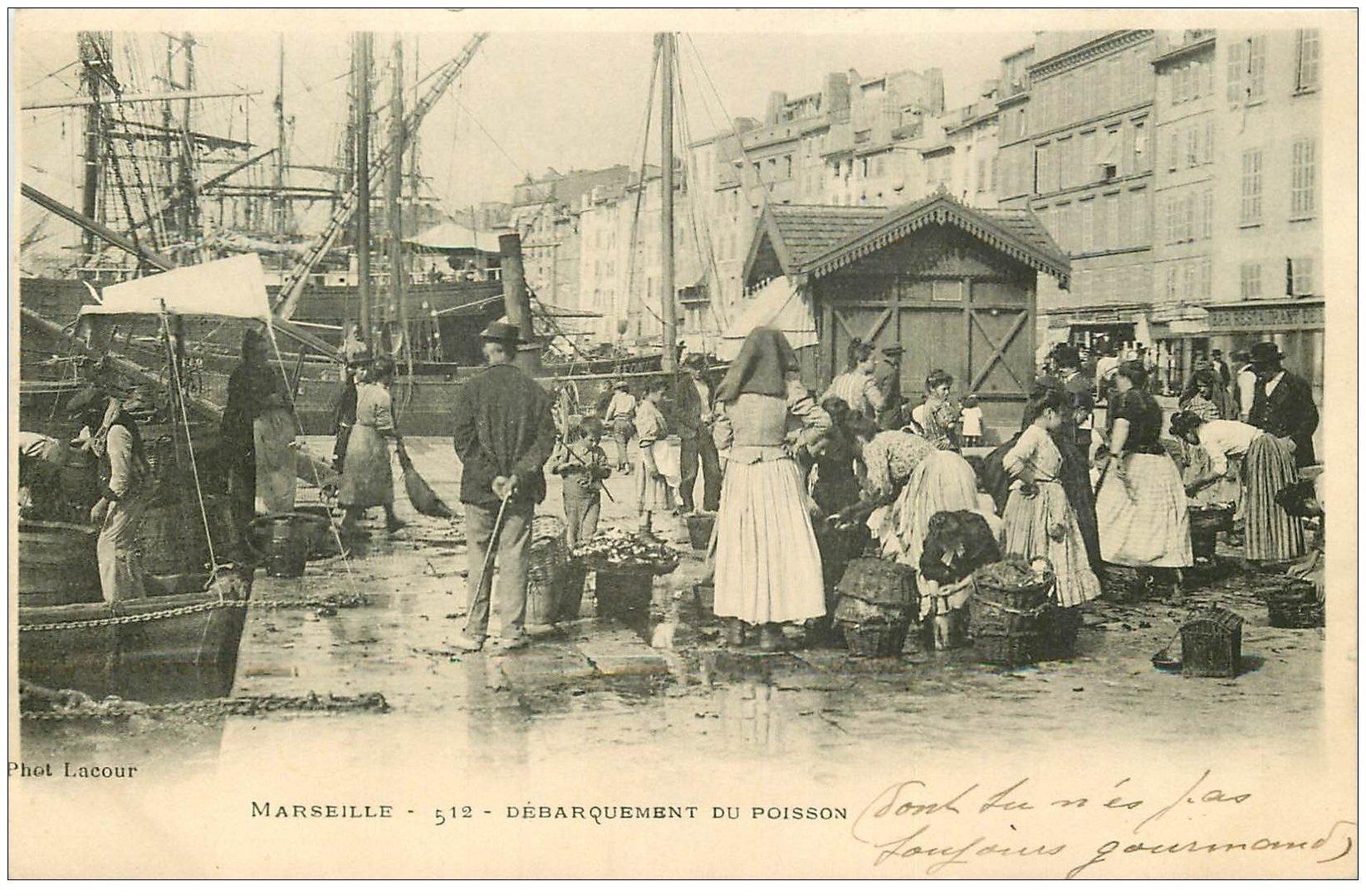 carte postale ancienne 13 MARSEILLE. Débarquement du Poisson 1902