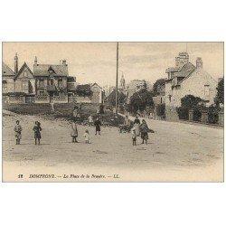 carte postale ancienne 61 DOMFRONT. La Place de la Bruyère