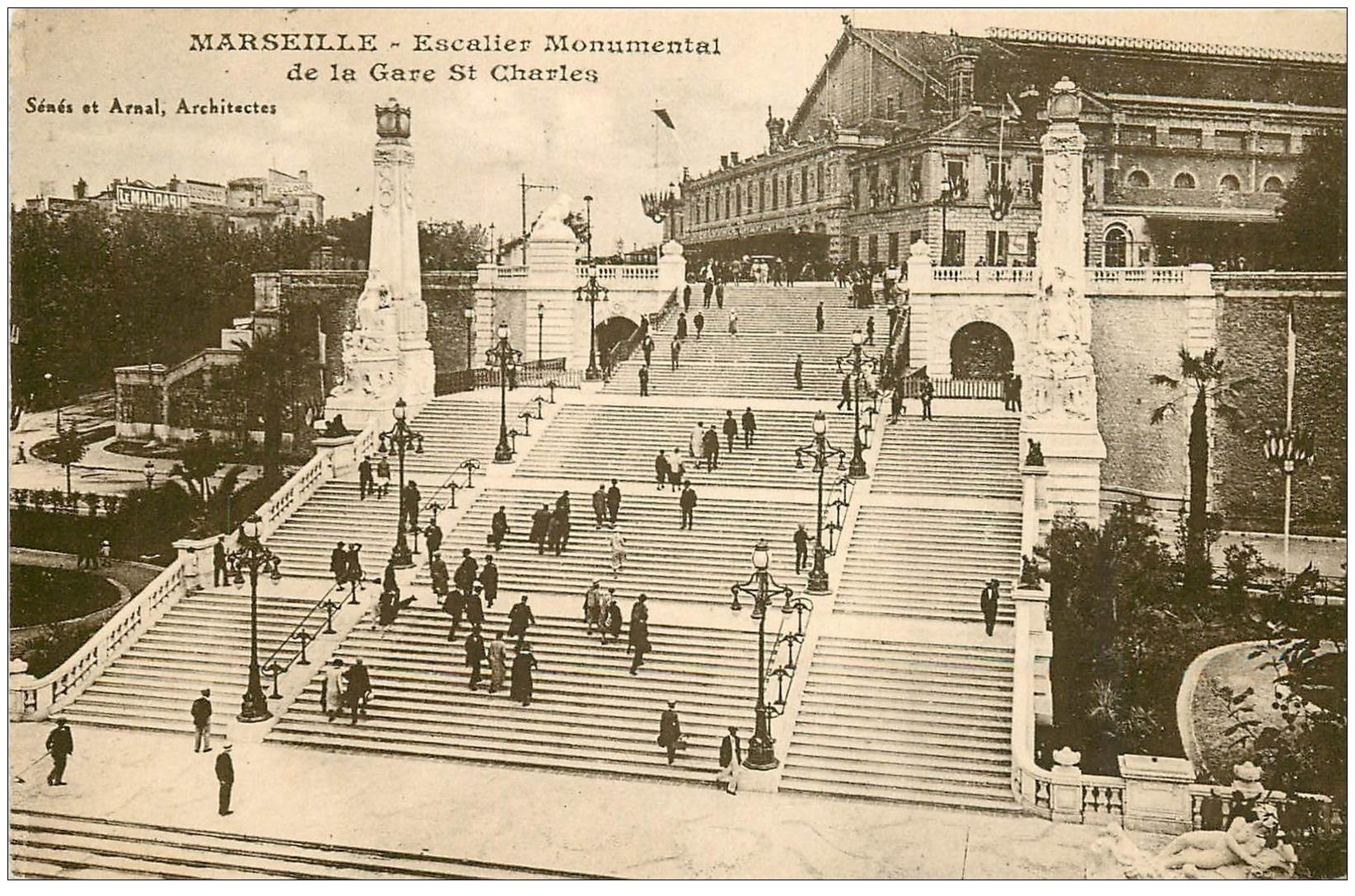 carte postale ancienne 13 MARSEILLE. Escalier Gare Saint-Charles 1928