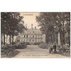 carte postale ancienne 61 FLERS. Hôtel de Ville, couple avec poussette