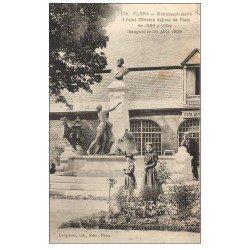 carte postale ancienne 61 FLERS. Monument Gévelot député et Bibliothèque
