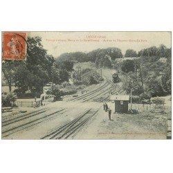 carte postale ancienne 61 LAIGLE et L'AIGLE. Passage à niveau Route Ferté-Fresnel. Express Granville-Paris 1907