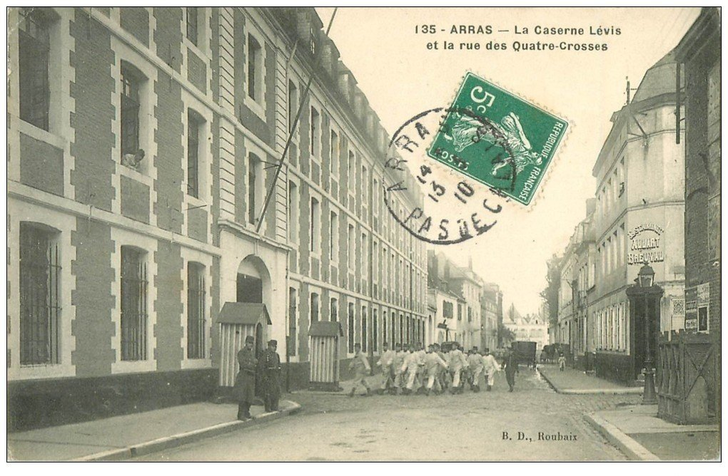 carte postale ancienne 62 ARRAS. Caserne Lévis rue des Quatre-Crosses 1910. Estaminet Allart Breuval