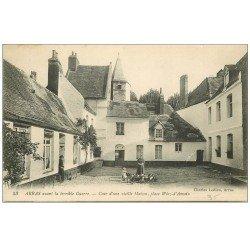 carte postale ancienne 62 ARRAS. Cour Place Wiez-d'Amain avec Poules