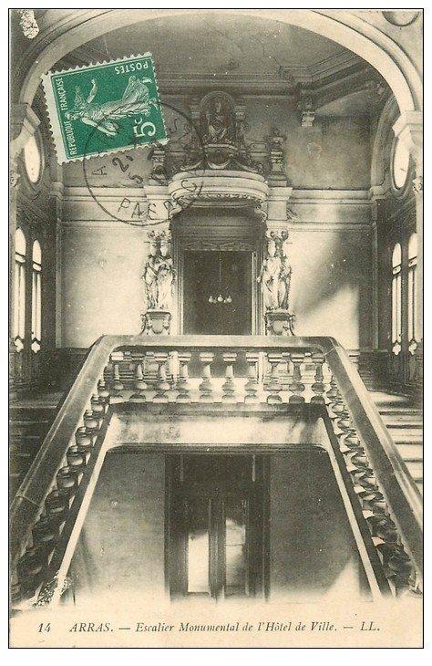 carte postale ancienne 62 ARRAS. Hôtel de Ville. Escalier Monumental 1912