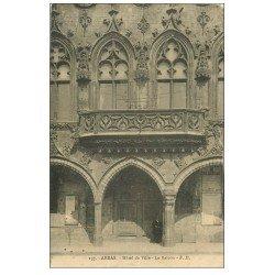 carte postale ancienne 62 ARRAS. Hôtel de Ville. Le Balcon avec personnage en dessous