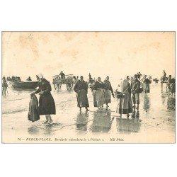 carte postale ancienne 62 BERCK-PLAGE. Berckois attendant le Pichon 1910. Métiers de la Mer