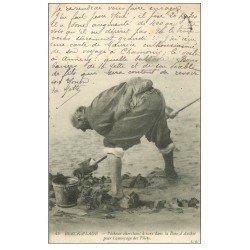 carte postale ancienne 62 BERCK-PLAGE. Pêcheur chercheur de Vers pour amorçage des Filets 1912. Métiers de la Mer