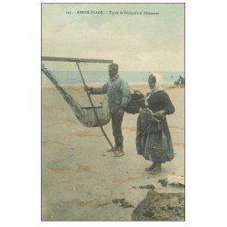 carte postale ancienne 62 BERCK-PLAGE. Pêcheurs et Pêcheuses de Crustacés. Métiers de la Mer