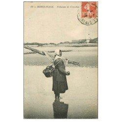 carte postale ancienne 62 BERCK-PLAGE. Pêcheuse de Crevettes 1912. Métiers de la Mer