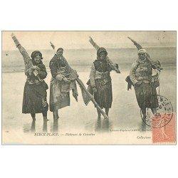 carte postale ancienne 62 BERCK-PLAGE. Pêcheuses de Crevettes 1905. Métiers de la Mer