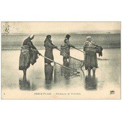 carte postale ancienne 62 BERCK-PLAGE. Pêcheuses de Crevettes 1922. Métiers de la Mer