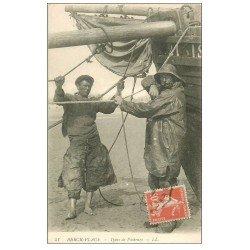 carte postale ancienne 62 BERCK-PLAGE. Types de Pêcheurs. Métiers de la Mer
