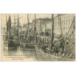 carte postale ancienne 62 BOULOGNE-SUR-MER. Bateaux de Pêche au Port. Métiers de la Mer
