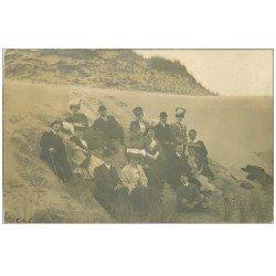 carte postale ancienne 62 BOULOGNE-SUR-MER. Carte Photo de Famille sur les Dunes 1906