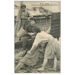 carte postale ancienne 62 BOULOGNE-SUR-MER. Pêcheur et Pêcheuses de Crevettes. Métiers de la Mer