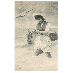 carte postale ancienne 62 BOULOGNE-SUR-MER. Pêcheuse de Crevettes