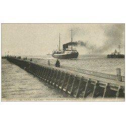 carte postale ancienne 62 CALAIS. Arrivée du Paquebot de Douvres et les Jetées 1921
