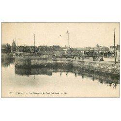 carte postale ancienne 62 CALAIS. Ecluses et Pont Vétillard 1917