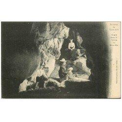 carte postale ancienne 62 CALAIS. Femmes dans la Grotte du Blanc-Nez