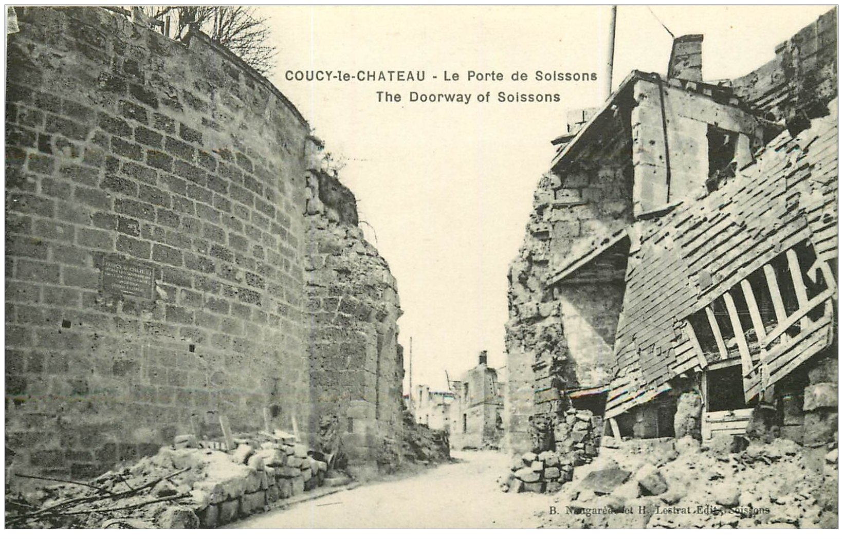 carte postale ancienne 02 COUCY-LE-CHATEAU. Porte de Soissons