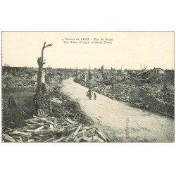 carte postale ancienne 62 LENS Ruines. Rue de Douai Femme et enfant