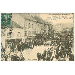 carte postale ancienne 70 VESOUL. Grande Rue Défilé des Mobiles 1911