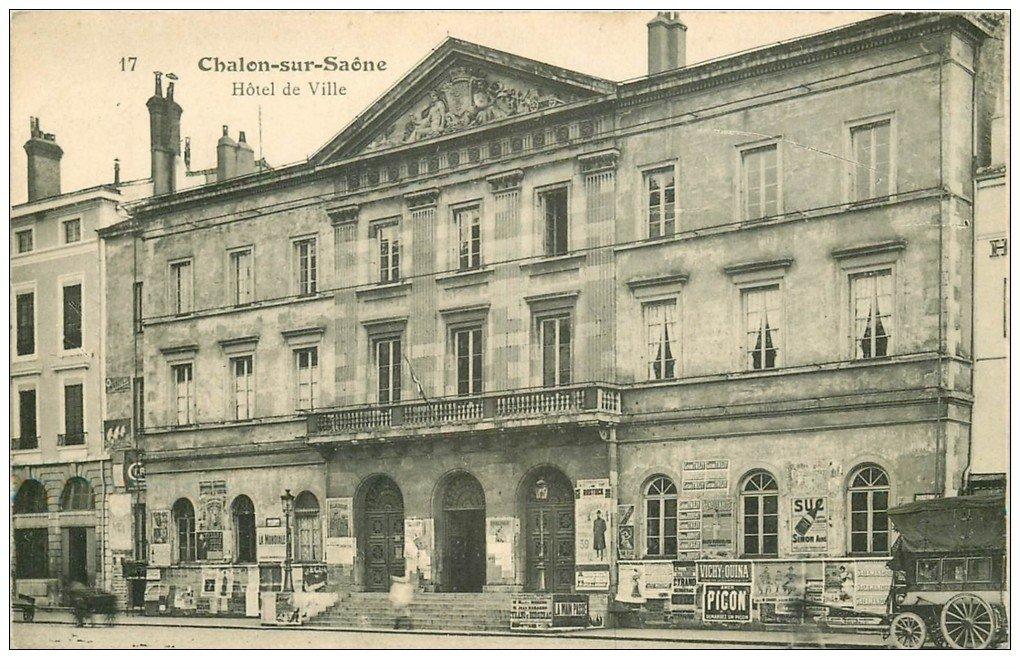 carte postale ancienne 71 CHALON-SUR-SAONE. Diligence devantHôtel de Ville. Affiche Picon
