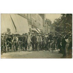 71 JONCY. Rare départ d'une Course Cyclisme 1911. Carte Photo Vélos et Cyclistes. Sport vélocipèdes Sportifs