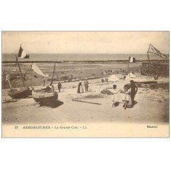 carte postale ancienne 14 ARROMANCHES. Barques de Pêcheurs à la Grande Cale
