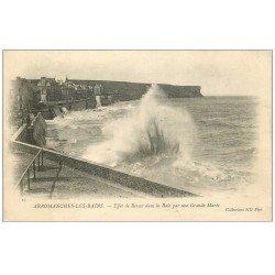 carte postale ancienne 14 ARROMANCHES. Ressac dans la Baie vers 1900