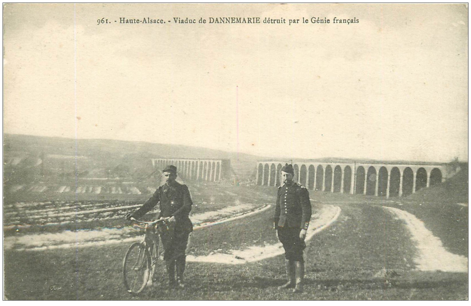 carte postale ancienne 68 DANNEMARIE. Viaduc détruit par le Génie français avec Cycliste Militaire