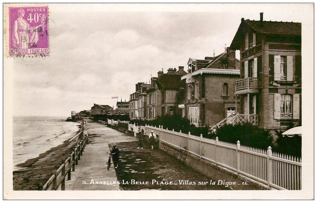 carte postale ancienne 14 ASNELLES-LA-BELLE-PLAGE. Villas sur la Digue 1934. Carte Photo