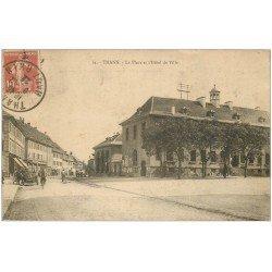 carte postale ancienne 68 THANN. Voiture et Hôtel de Ville sur la Place 1922