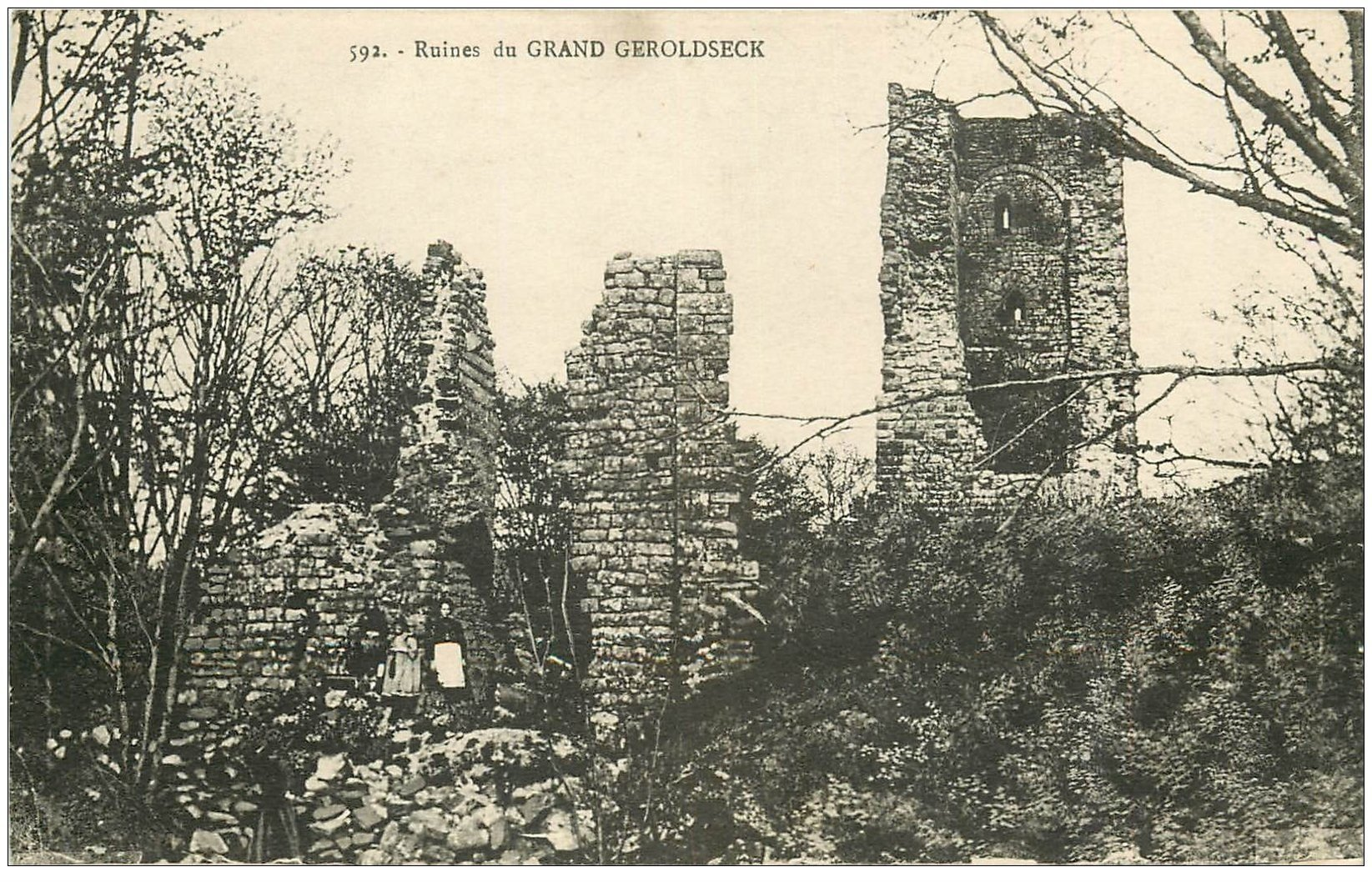 carte postale ancienne 67 GRAND GEROLDSECK. Ruines avec animation