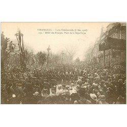 carte postale ancienne 67 STRASBOURG STRASSBURG. Défilé des Troupes Place République