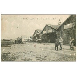 carte postale ancienne 69 BRON. Aviation Hangars des Aéroplanes. qq blancs..
