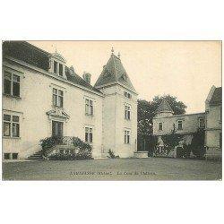 carte postale ancienne 69 LARAJASSE. Cour du Château 1913