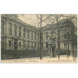 carte postale ancienne 69 LYON. Ecole Normale d'Institutrice 1914. Molle à droite...